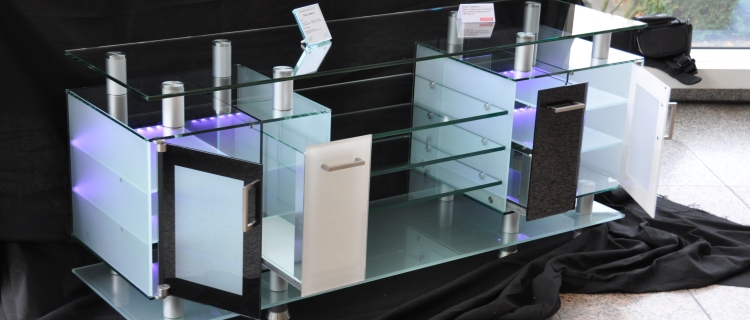 vitrinen glas best vitrine beleuchtet vitrine glas beleuchtet with vitrinen glas simple. Black Bedroom Furniture Sets. Home Design Ideas